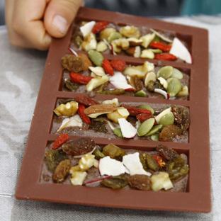 夏休みは親子で学ぼう!カカオ豆からチョコレートづくり体験!